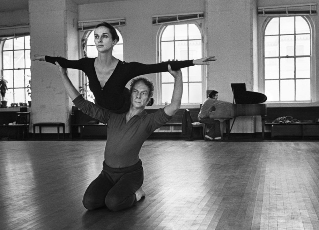 https://lacittaimmaginaria.com/wp-content/uploads/2019/04/Merce-Cunningham-with-Carolyn-Brown-at-Westbeth-1972-Wendy-Perron-1024x739.jpg