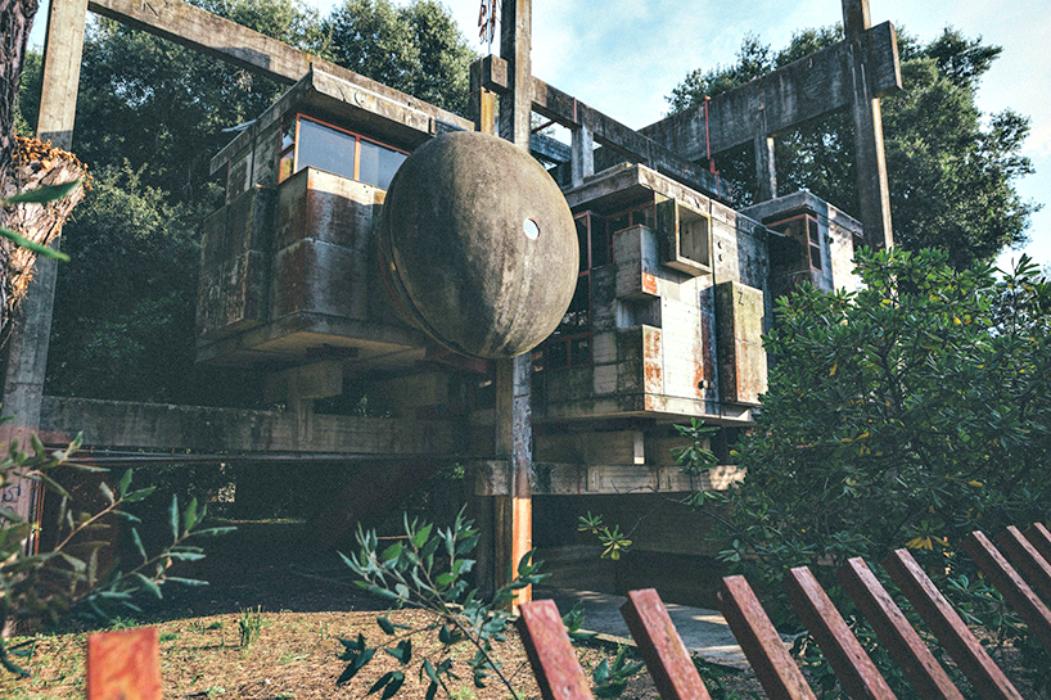 Casa Sperimentale Perugini di Fregene: giustapposizioni e contrasti cromatici