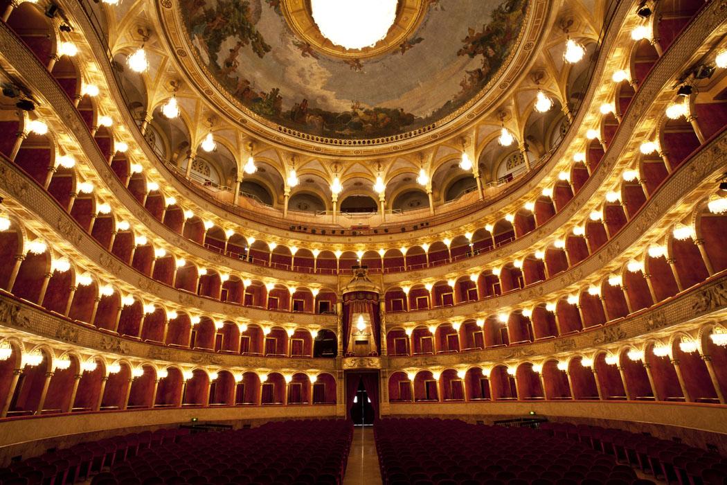 https://lacittaimmaginaria.com/wp-content/uploads/2020/03/Il-Teatro-dell'Opera-di-Roma.jpg