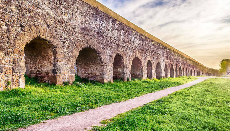 https://lacittaimmaginaria.com/wp-content/uploads/2020/04/700-parco-degli-acquedotti-123rf.jpg