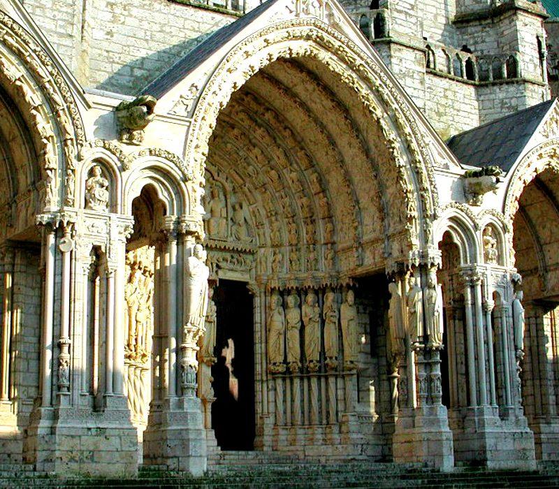 La scultura gotica e il suo legame con le cattedrali