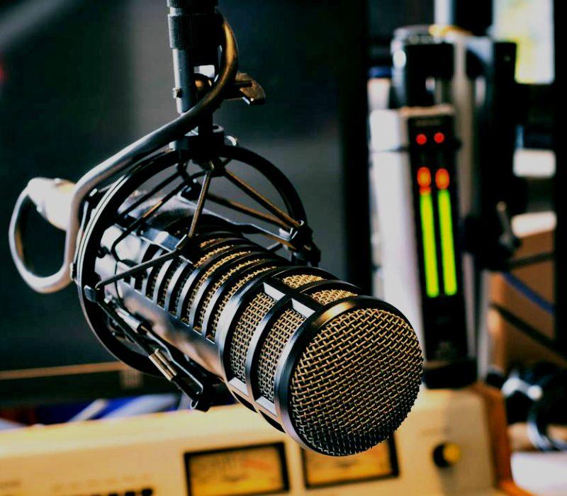 Udire il vedere: curiosità e riflessioni sul teatro alla radio